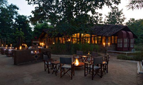 Reni Pani Jungle Lodge - Fireplace